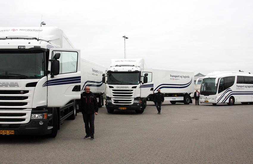 I marts måned 2014 opgraderede AMU Nordjylland sin vognpark med 2 helt nye lastbiler og en bus fyldt med det nyeste udstyr og teknologi – til stor glæde for både kursister/elever og faglærere.