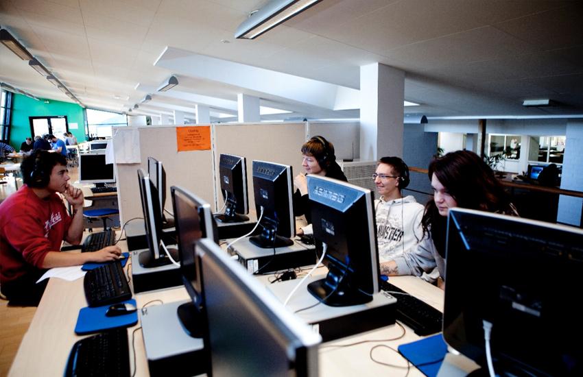 Åbne læringsfaciliteter giver plads til fordybelse, men er også rum for samvær.